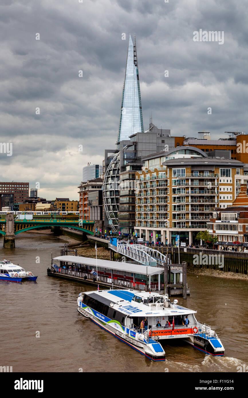 El Shard, el río Támesis y propiedades de Riverside, Londres, Inglaterra Imagen De Stock