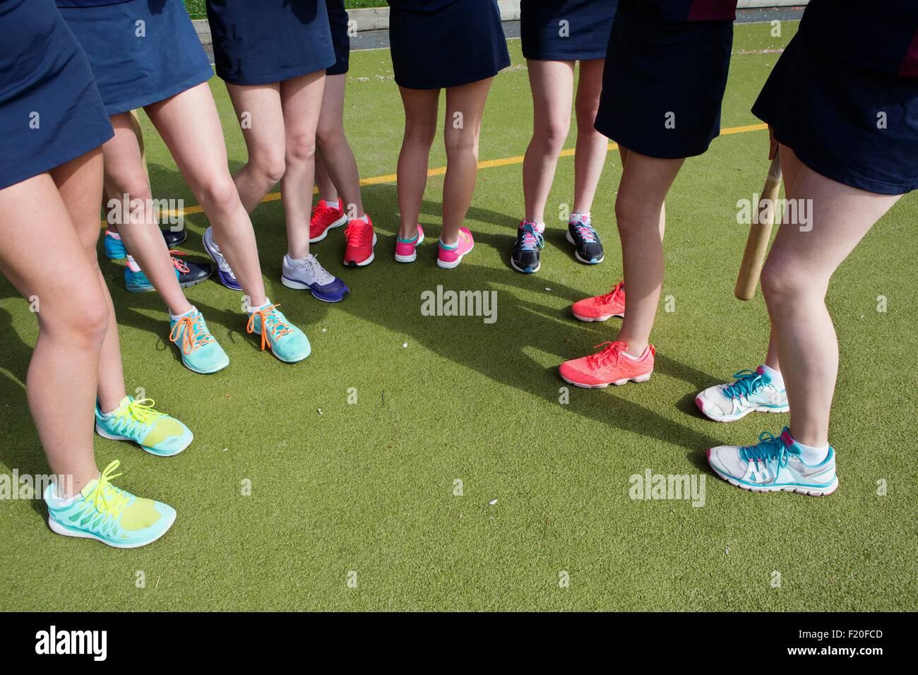 Captura recortada de alumnas en el campo de deportes Imagen De Stock