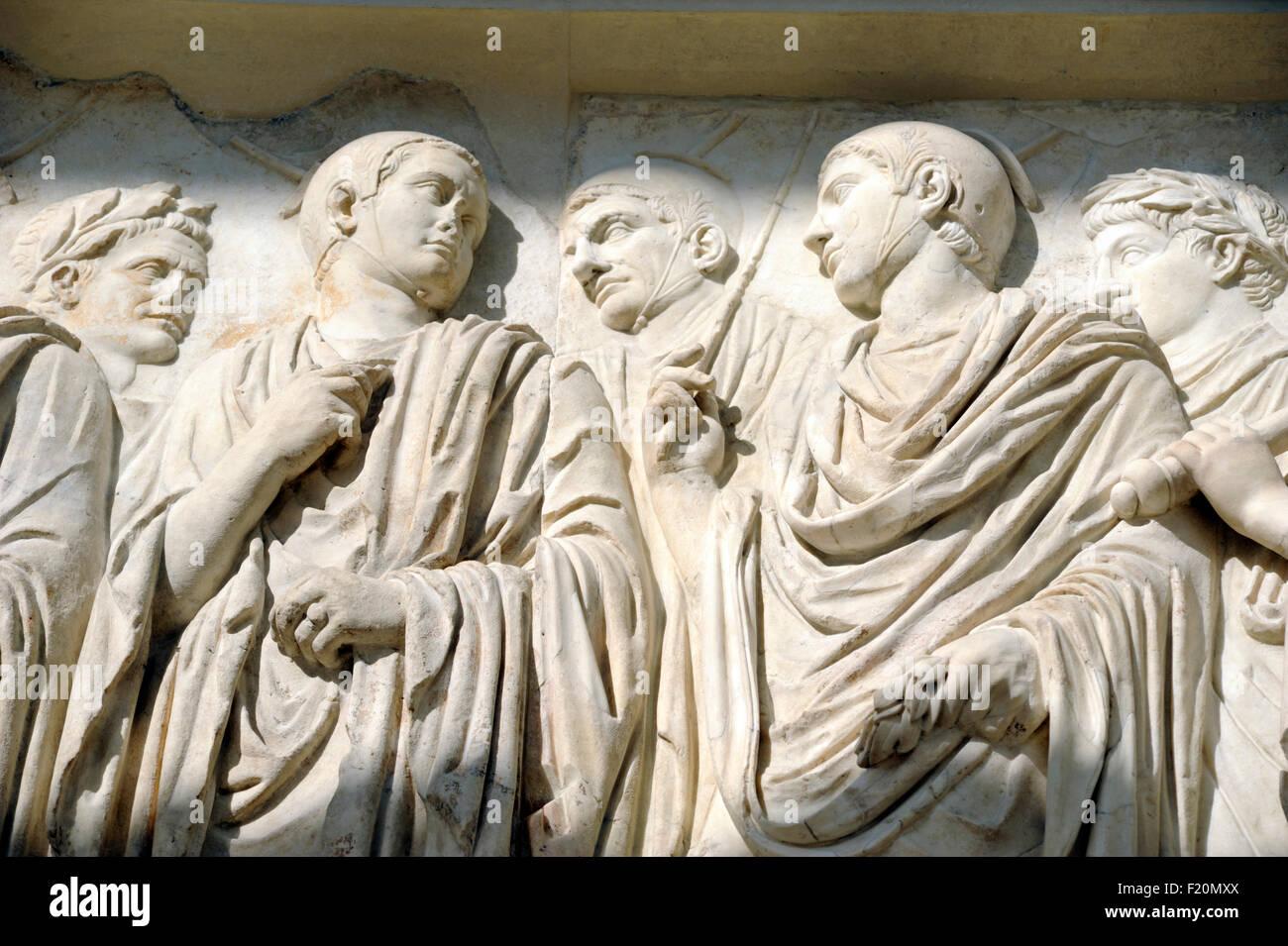 Italia, Roma, el Ara Pacis Augustae, bajorrelieve Imagen De Stock