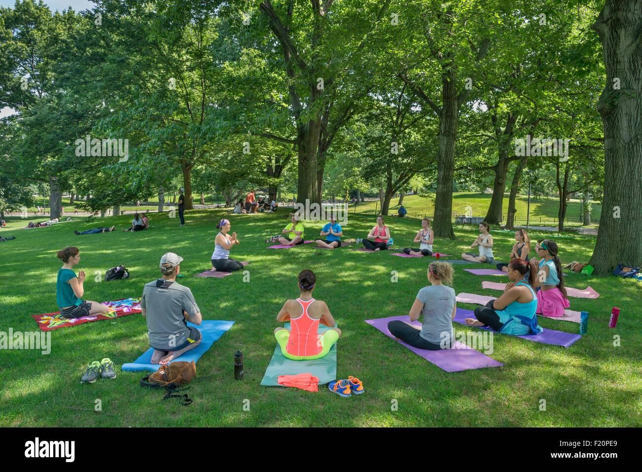 Estados Unidos, Manhattan, Ciudad de Nueva York, Central Park, clase de yoga Imagen De Stock