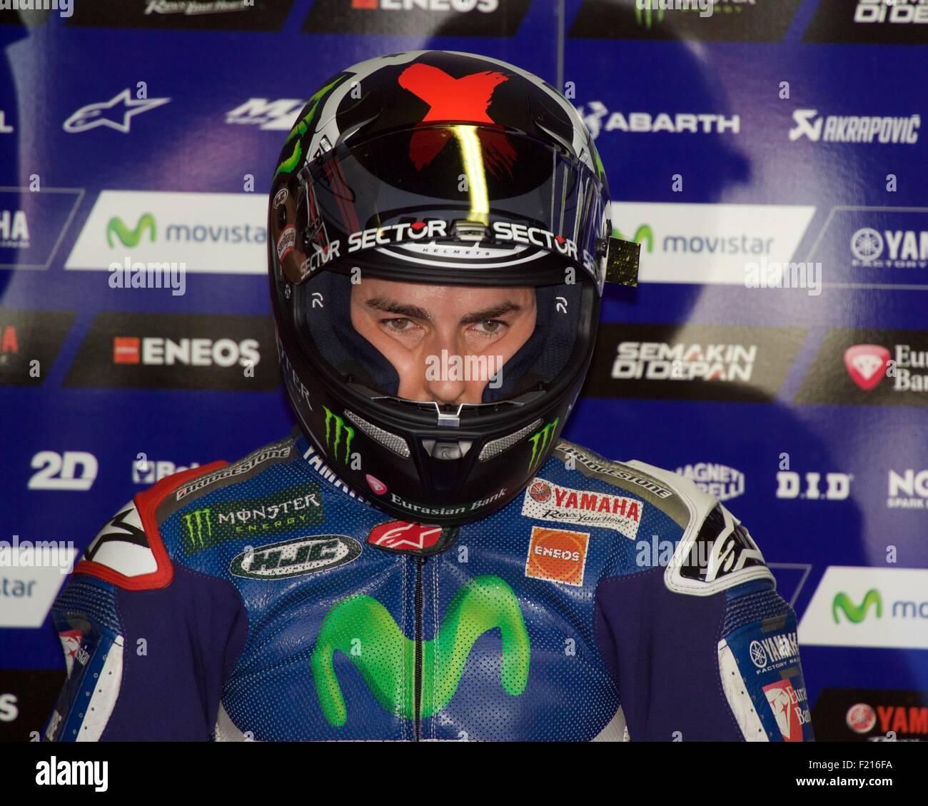 El Circuit de Catalunya, España 13 de junio de 2015. Jorge Lorenzo en la reflexión profunda durante la fase de clasificación para la carrera de MotoGP en el Gran Prem Foto de stock