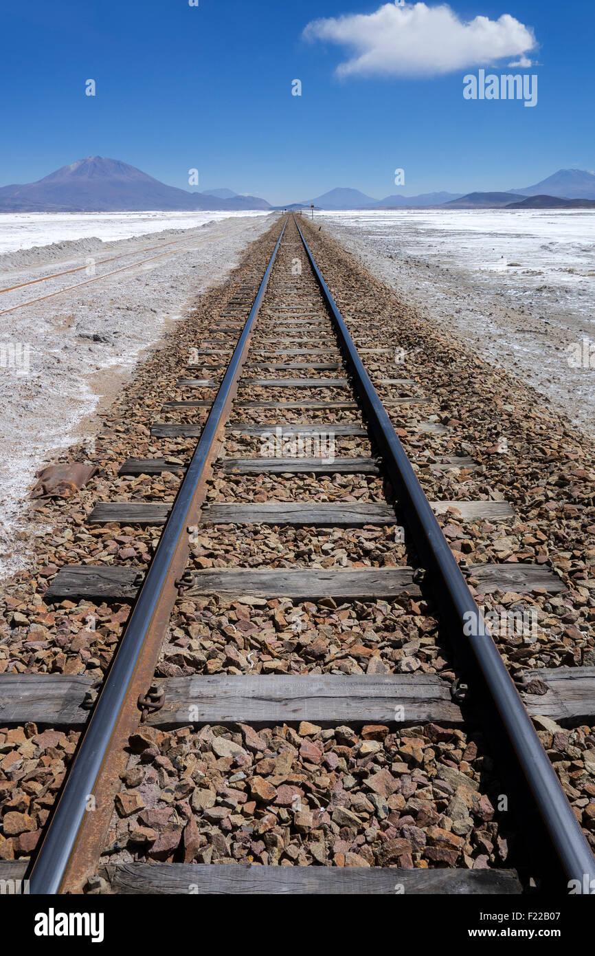 Ferrocarril. El Salar de Uyuni. Bolivia Imagen De Stock