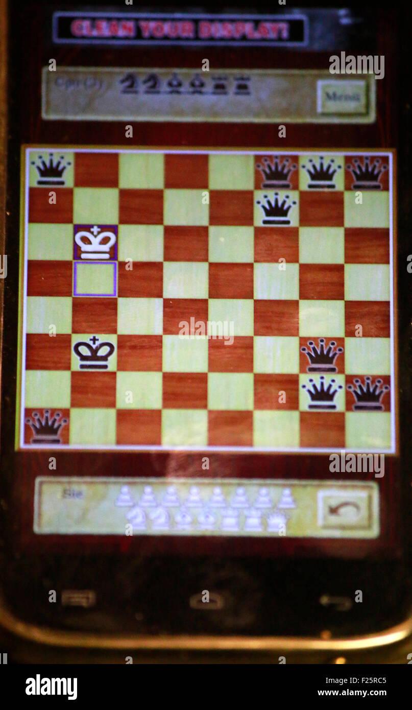 Damenueberzahl auf Schach-App, Berlín. Imagen De Stock