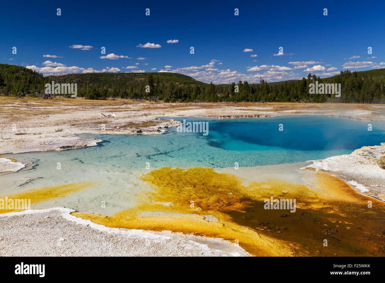 Piscina Sapphire galleta en Cuenca, el Parque Nacional Yellowstone, Wyoming, EE.UU. Foto de stock