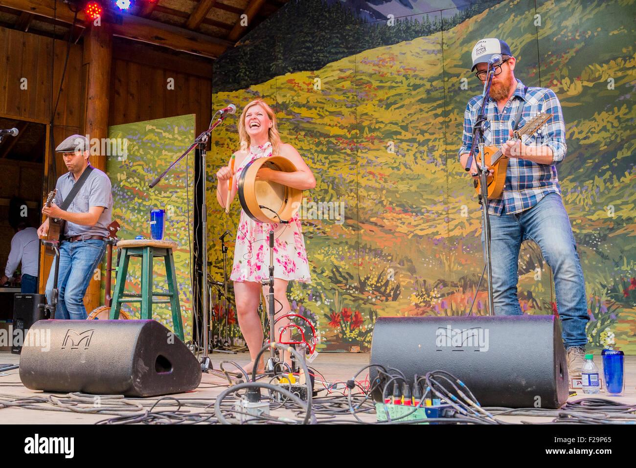 Terranova grupo folk el realizar una vez, en el escenario principal, el Festival de Música Folk, Canmore Canmore, Imagen De Stock