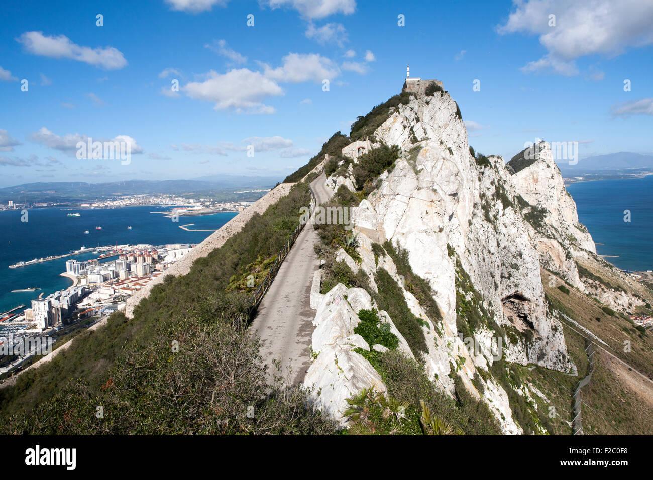 Pura roca blanca ladera del Peñón de Gibraltar, territorio británico en el sur de Europa Imagen De Stock