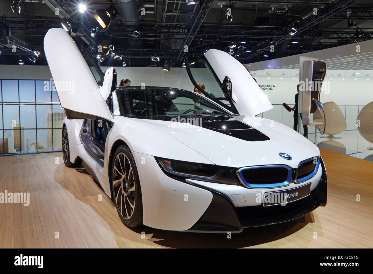 Frankfurt/M, 16.09.2015 - concept car híbrido BMW i8 en el stand de BMW en el 66º Salón Internacional Imagen De Stock