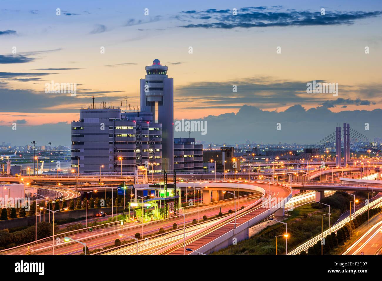 El aeropuerto de Haneda edificios y carreteras en Tokio, Japón. Imagen De Stock