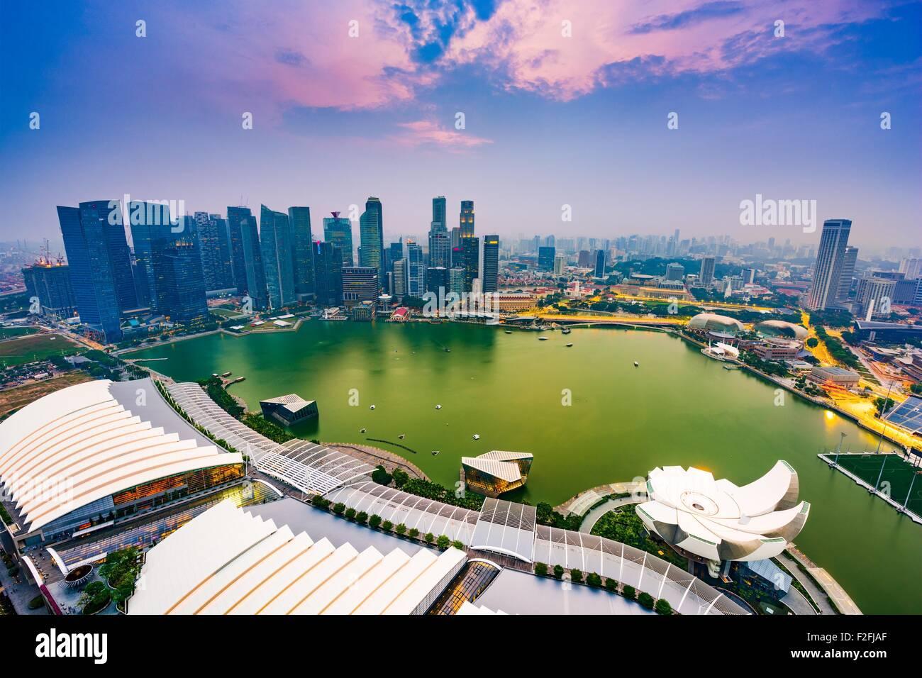Marina Bay, Singapur el horizonte de la antena. Imagen De Stock