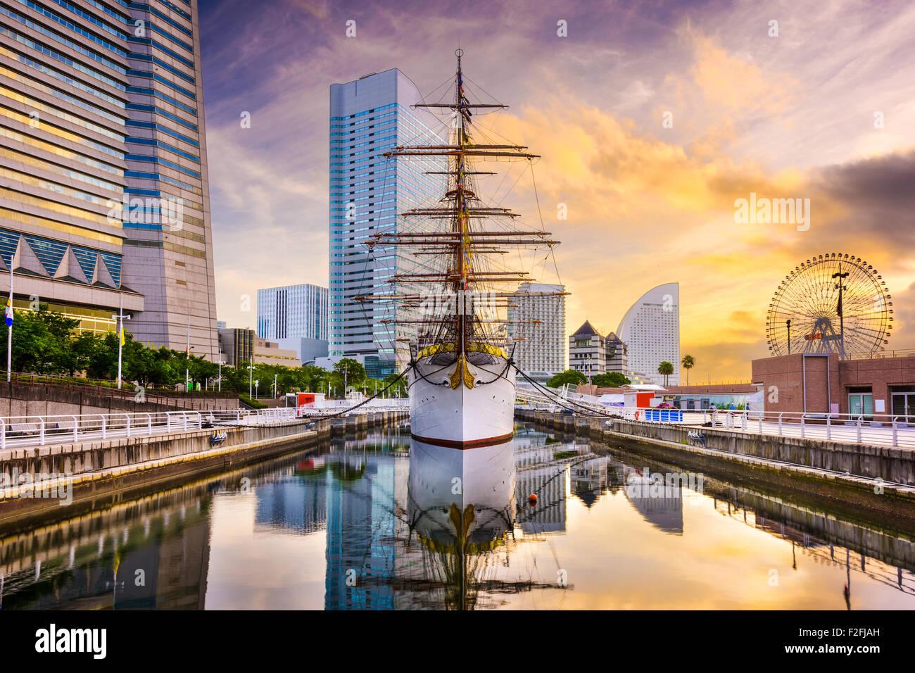 Yokohama, Japón el amanecer en el distrito de Minato Mirai. Imagen De Stock
