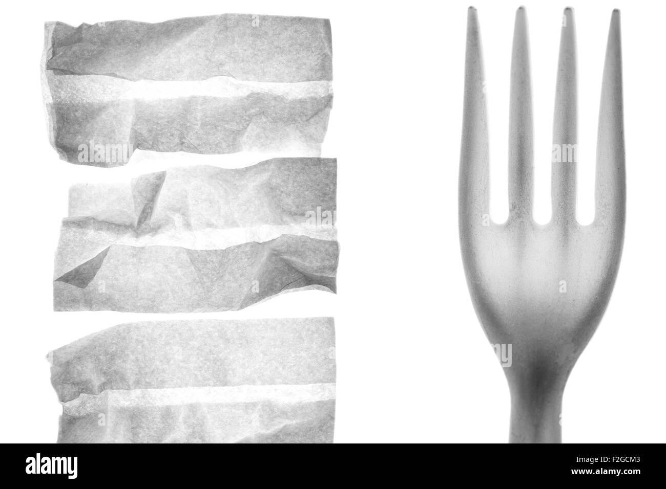 3 blanco servilletas y un primer plano de un tenedor plástico sobre blanco retroiluminado Imagen De Stock