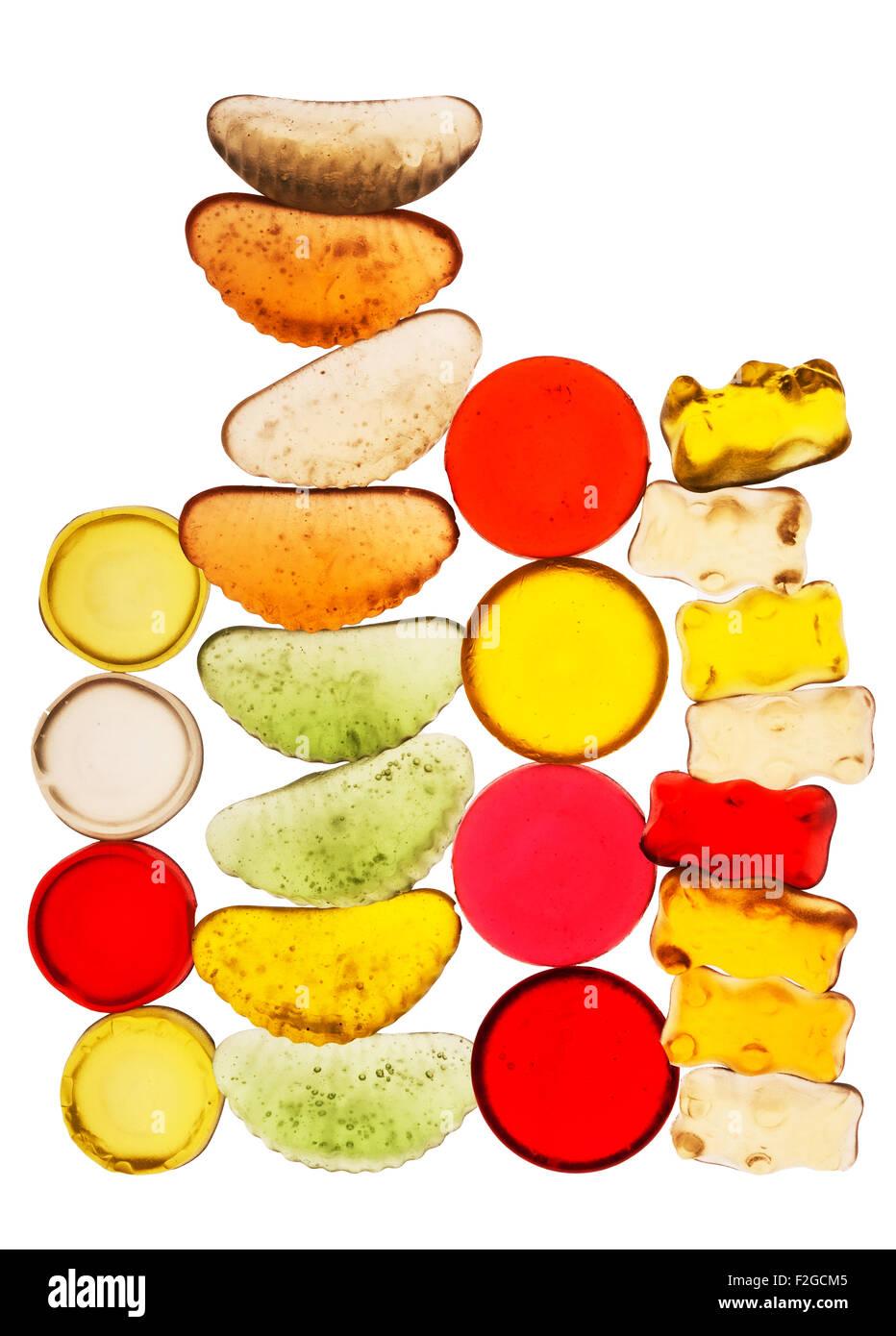 Brillantes colores caramelo translúcido apilados en cuatro torres verticales Imagen De Stock