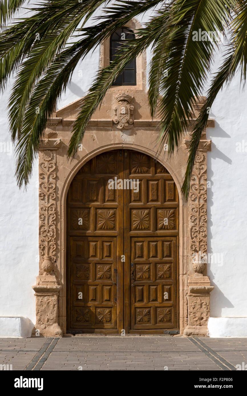 Las Grandes Puertas De Madera Tallada De La Iglesia La Oliva