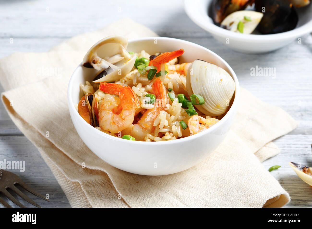 Risotto con mejillones y camarones, alimentos Imagen De Stock