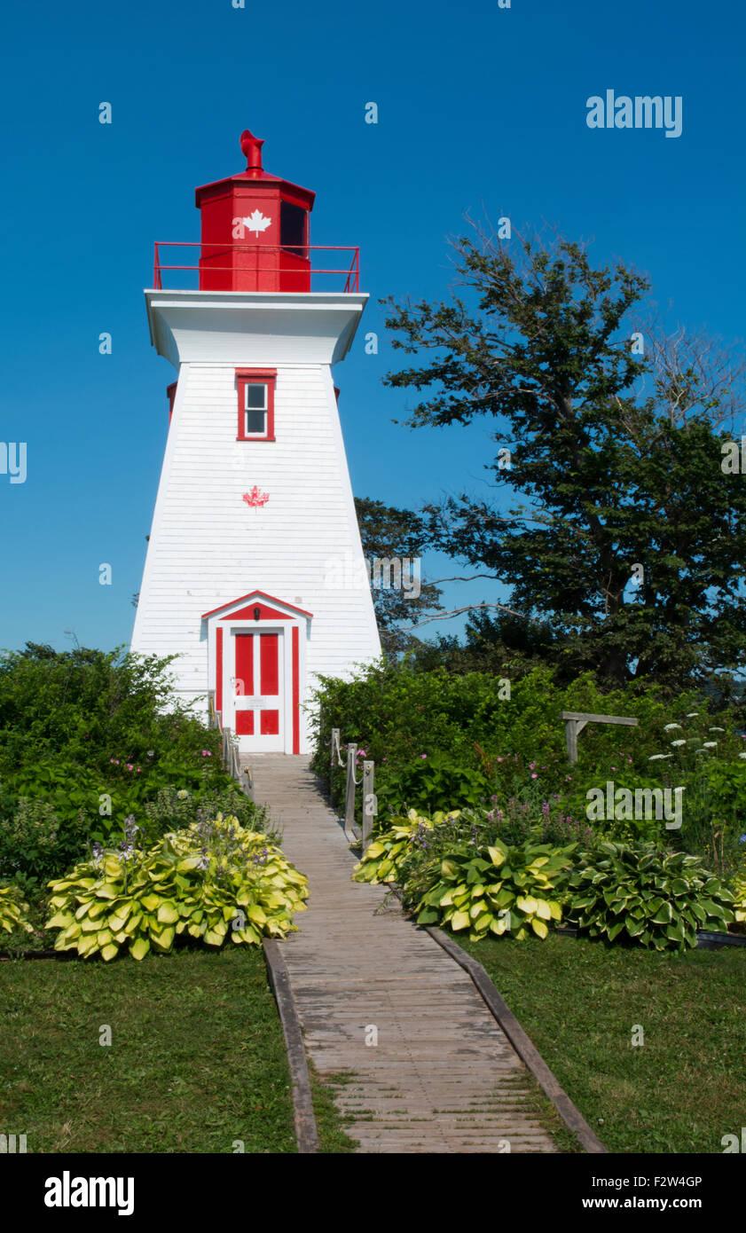 Prince Edward Island, Canadá P.E.I. Victoria hermosa viejo faro llamado Victoria Seaport Faro o Souris East Lighthou Foto de stock