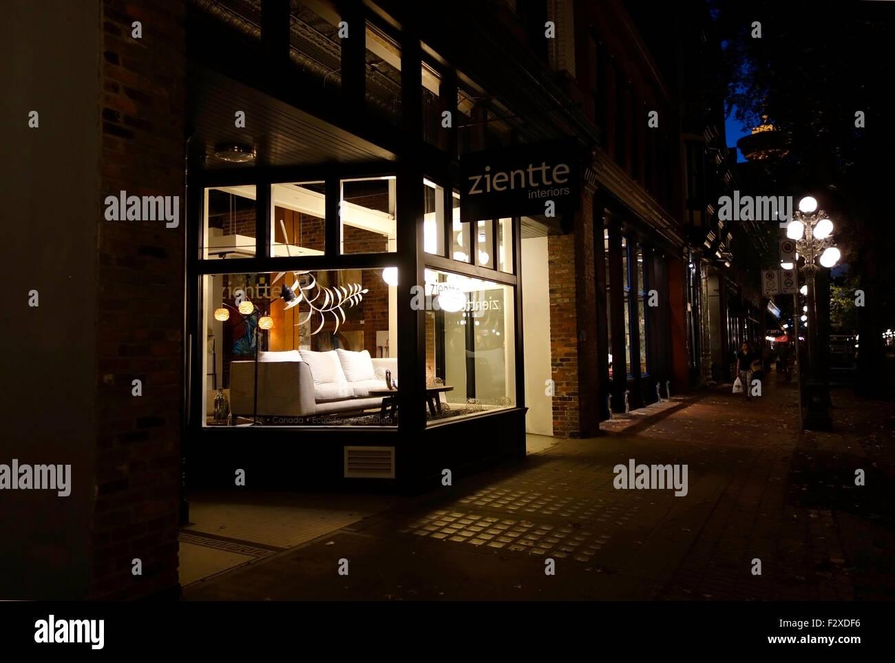 Visualizaci N De La Ventana Por La Noche De Un Almac N De Muebles  # Muebles Zientte