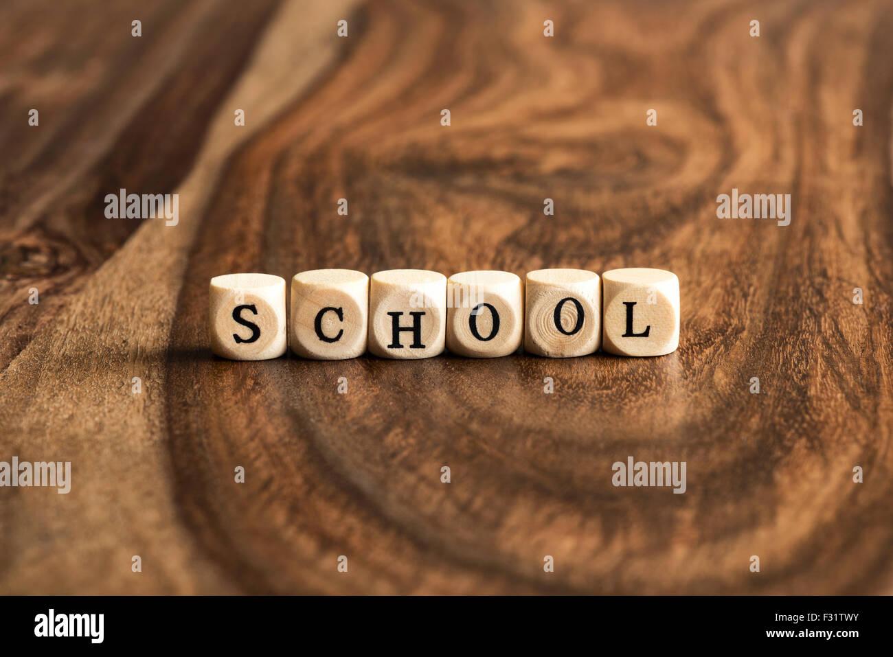 Escuela word antecedentes sobre bloques de madera Imagen De Stock