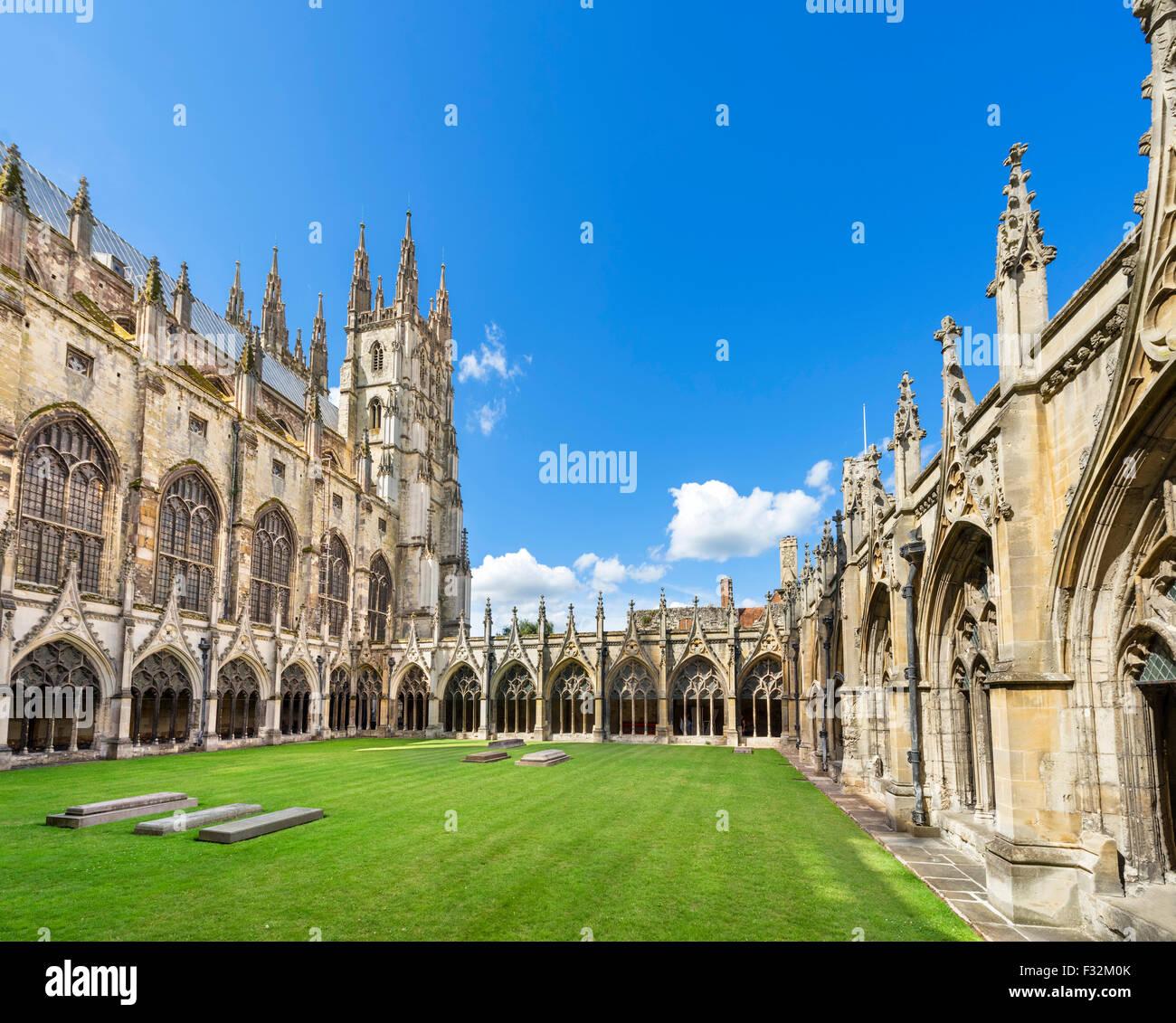 El claustro, la Catedral de Canterbury, Canterbury, Kent, Inglaterra, Reino Unido. Imagen De Stock