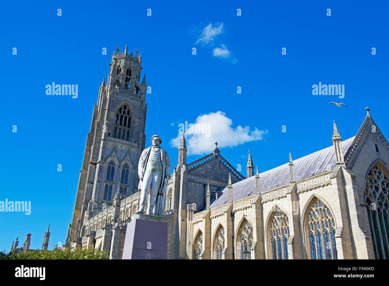 La iglesia de St Botolph, y estatua de Herbert Ingram, Boston, Lincolnshire, Inglaterra Imagen De Stock