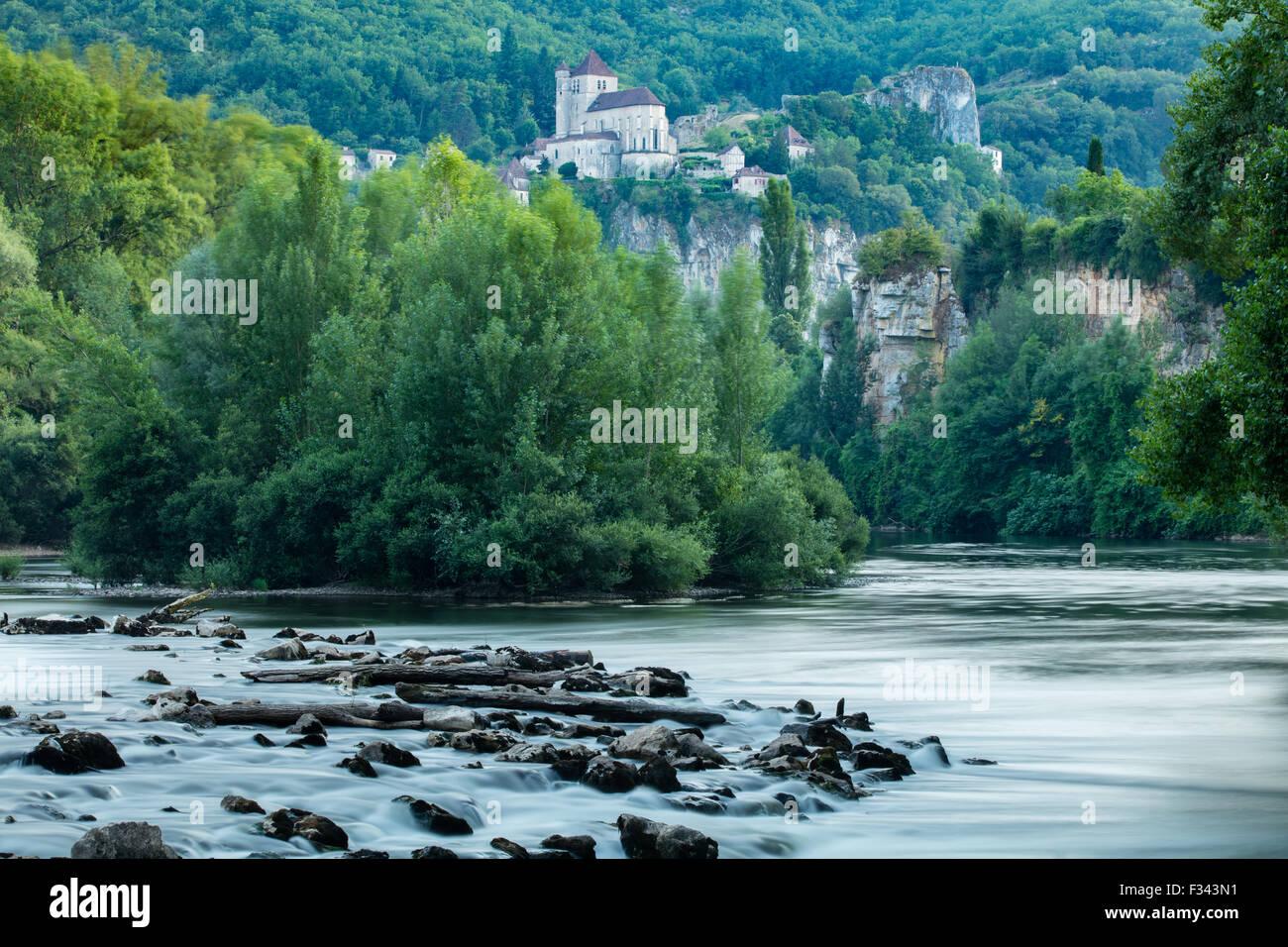El río Lot en St Cirque Lapopie, Quercy, Francia Imagen De Stock