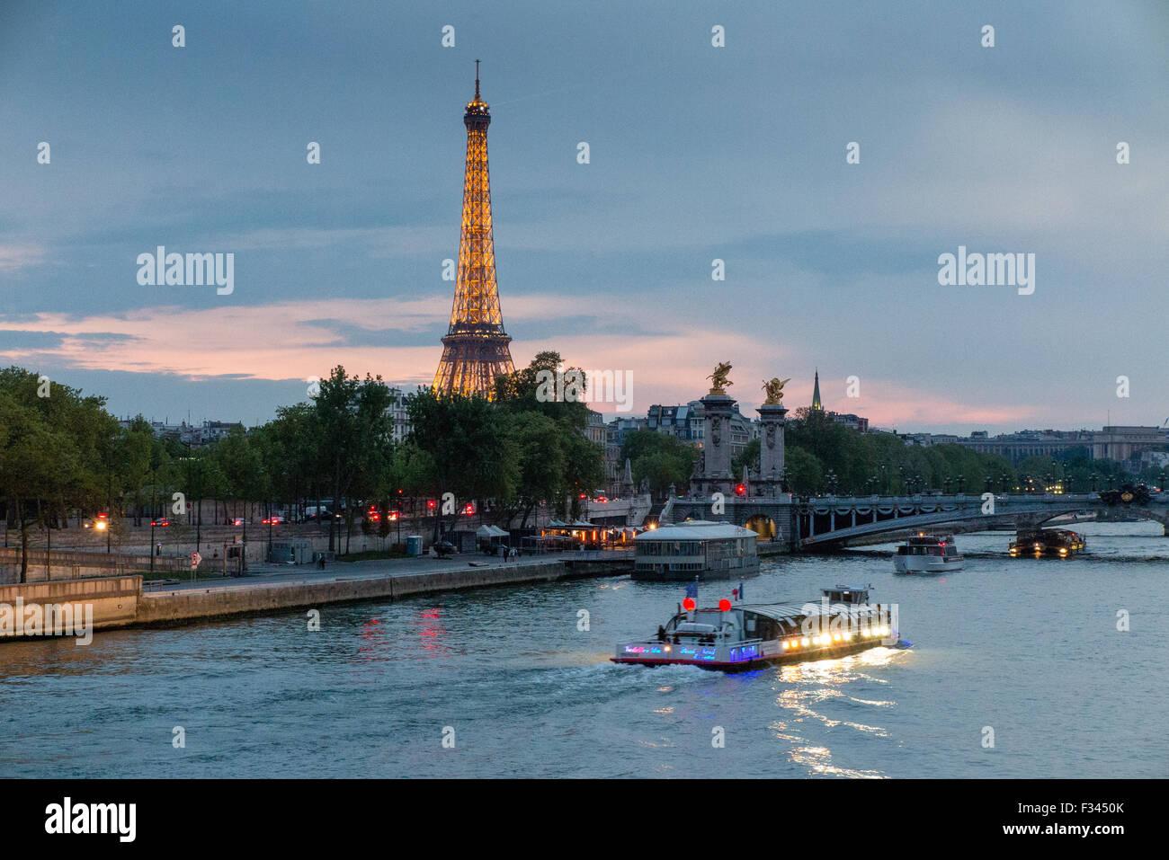 La Torre Eiffel y el río Sena, París, Francia Imagen De Stock