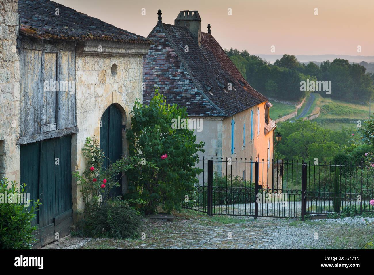 Un carril en Molières, el Pays de Bergerac, Périgord, Dordogne, Aquitania, Francia Imagen De Stock