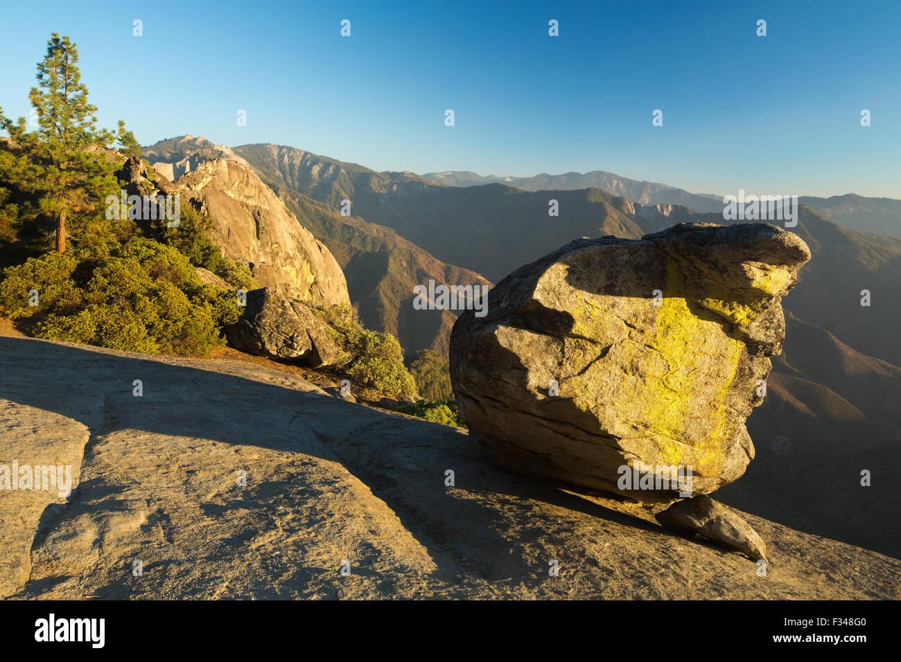 Rock colgantes, Sequoia National Park, California, EE.UU. Imagen De Stock