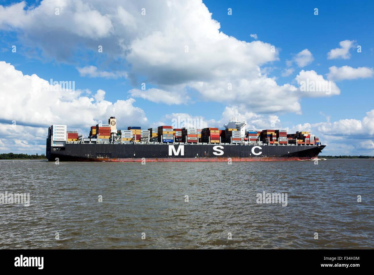 Buque portacontenedores MSC Lauren en el río Elba con rumbo al puerto de Hamburgo Imagen De Stock