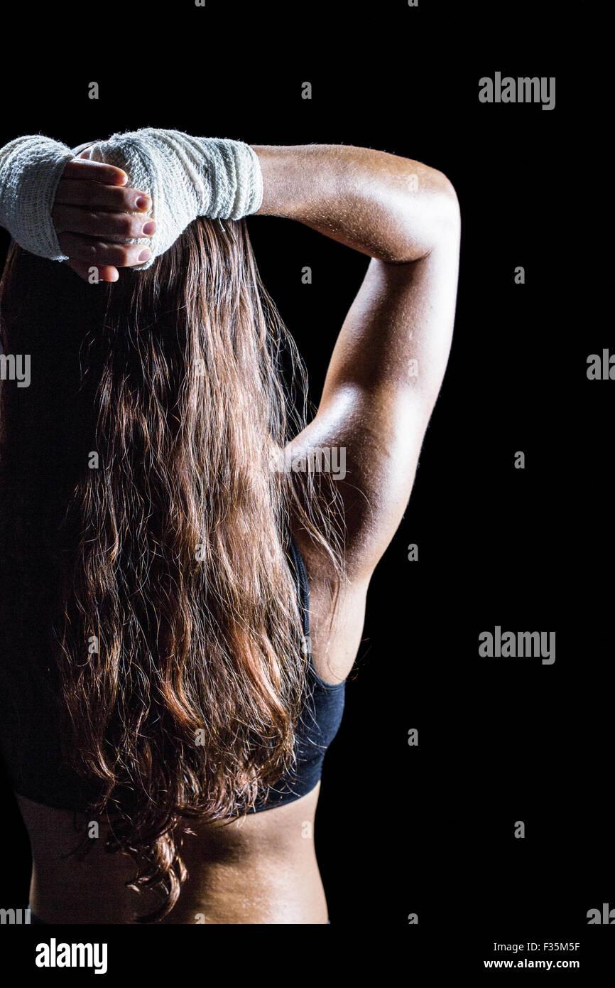 Vista trasera de la hembra boxer con cabello marrón largo Imagen De Stock