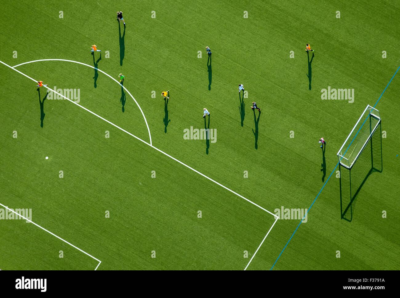 Entrenamiento de fútbol en un campo deportivo, un estadio en Haßlinghausen, Sprockhövel, Renania Imagen De Stock