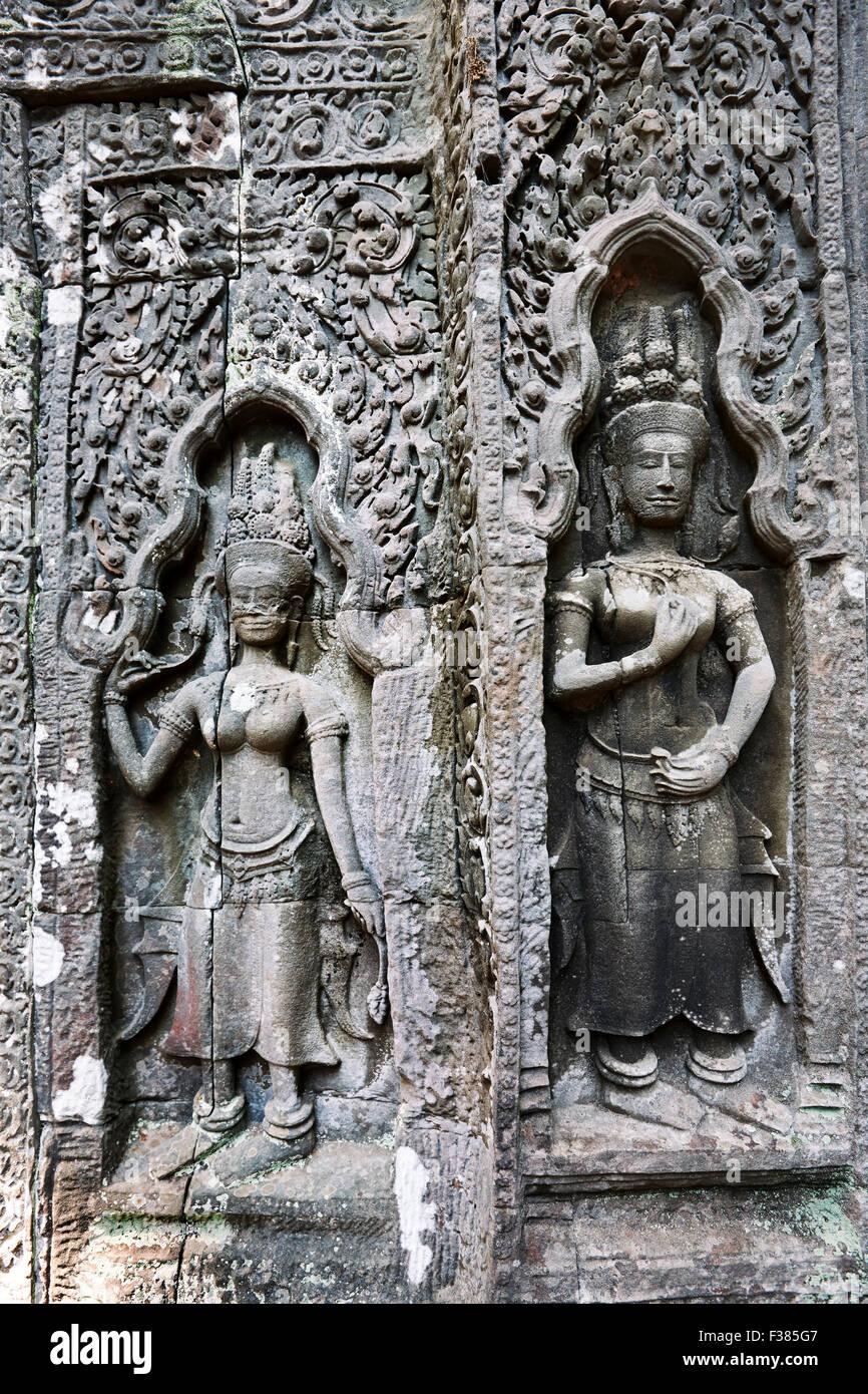 Ta Prohm piedra tallada en el templo. Parque arqueológico de Angkor, de la provincia de Siem Reap, Camboya. Imagen De Stock