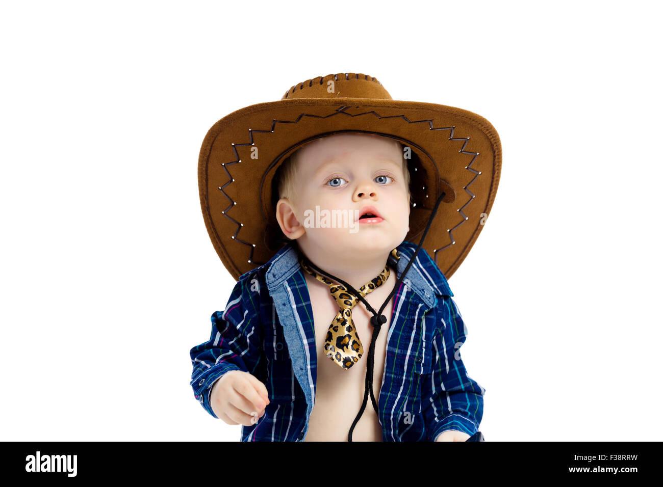 8890190b8 Little Boy en el sombrero de cowboy y corbata. Fondo blanco. Studio Imagen  De