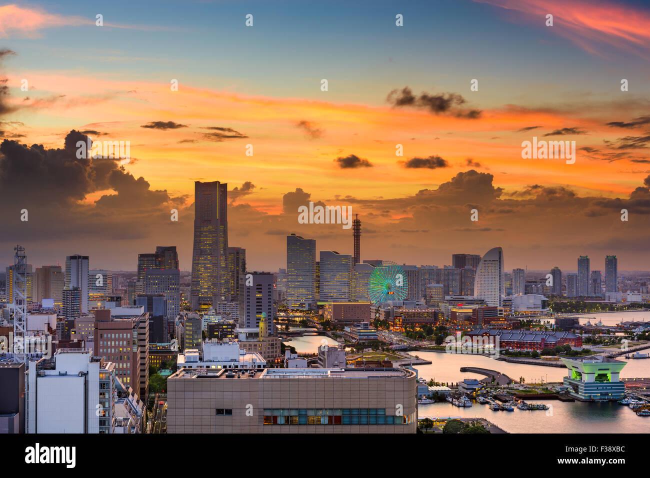 Yokohama, Japón, el horizonte de la ciudad. Imagen De Stock