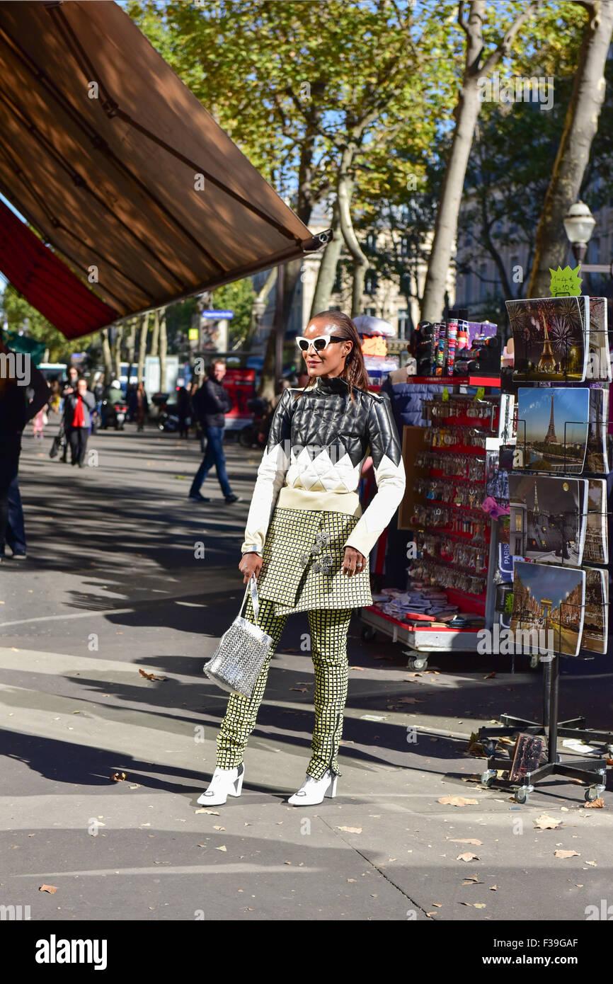 Michelle diseñador Elie posando fuera de la pista de aterrizaje de Chloe  espectáculo durante la Semana 8329174e59