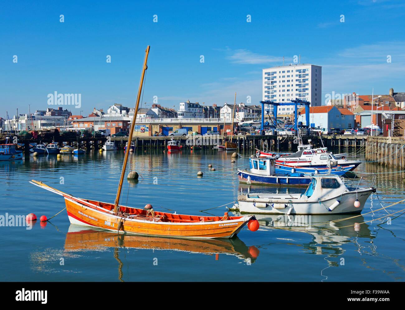 Barcos en Bridlington Harbour, East Riding de Yorkshire, Inglaterra Foto de stock