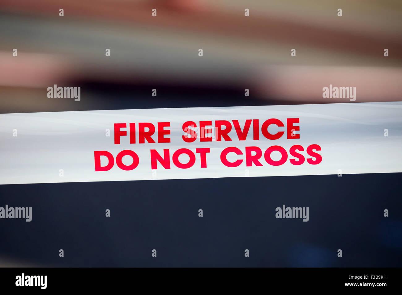 Cinta de fuego en la escena del incendio, UK Imagen De Stock