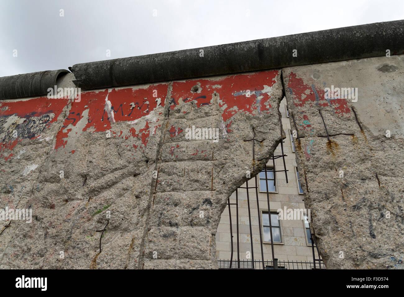 Parte del muro de Berlín original en Berlín, Alemania Imagen De Stock