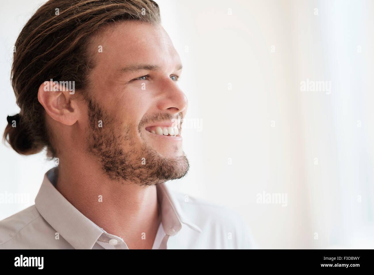 A mediados de hombre adulto riendo Imagen De Stock