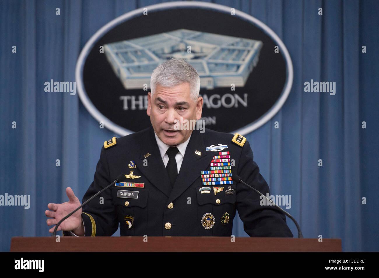 Arlington, Virginia, EE.UU. El 05 de octubre de 2015. Gen. estadounidense John F. Campbell, comandante de las fuerzas Foto de stock
