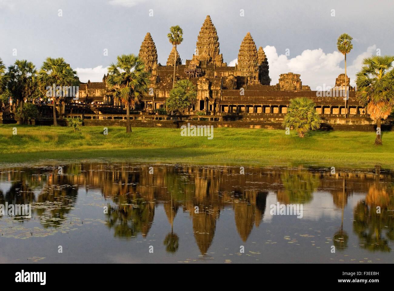 Templo de Angkor Wat. Los templos de Angkor son estructuras altamente simbólico. El principal concepto hindú Imagen De Stock