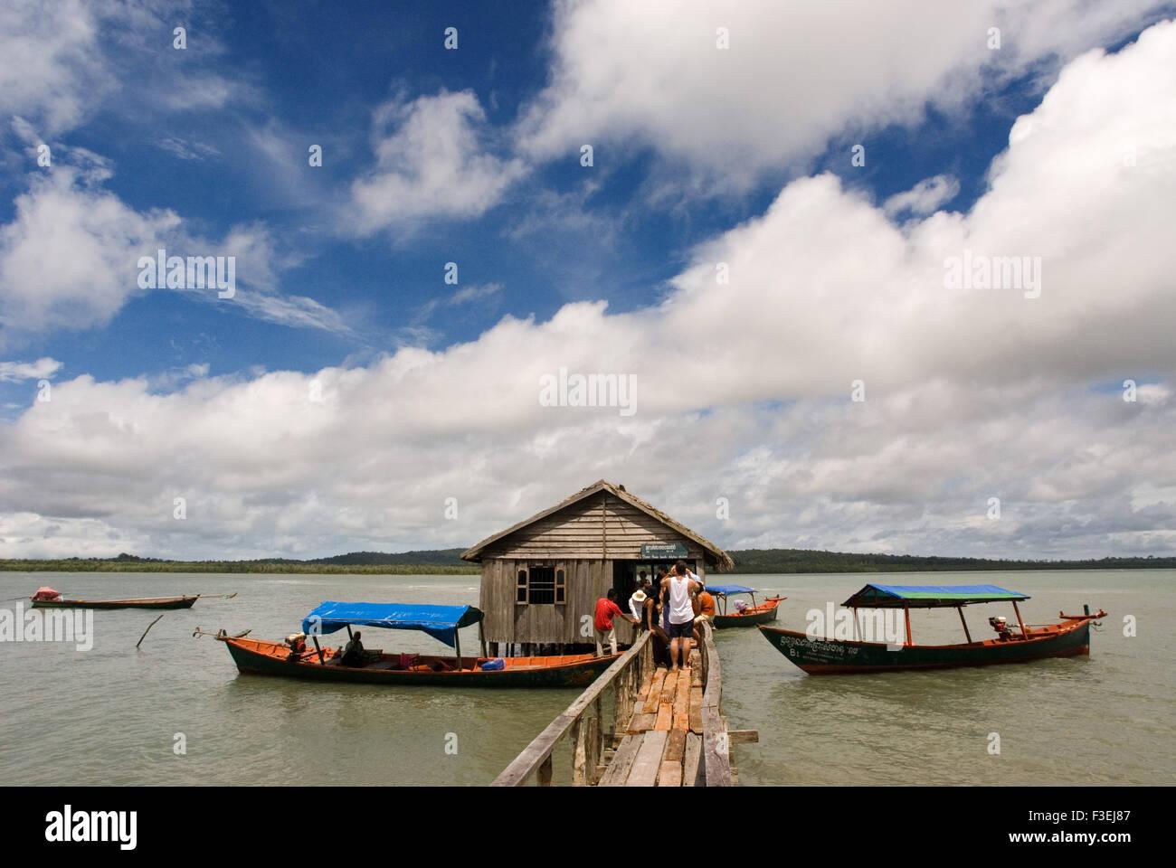Cabaña en el Parque Nacional de Ream. El Parque Nacional de Ream es un prístino Parque marítimo justo fuera de Sihanoukville. Notable por su mangro Foto de stock