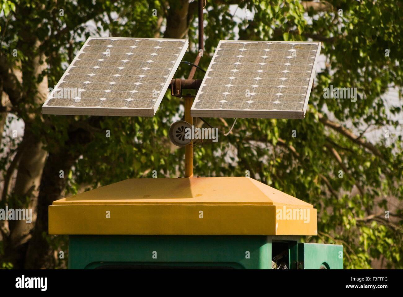 Sistema de paneles solares ; India Imagen De Stock