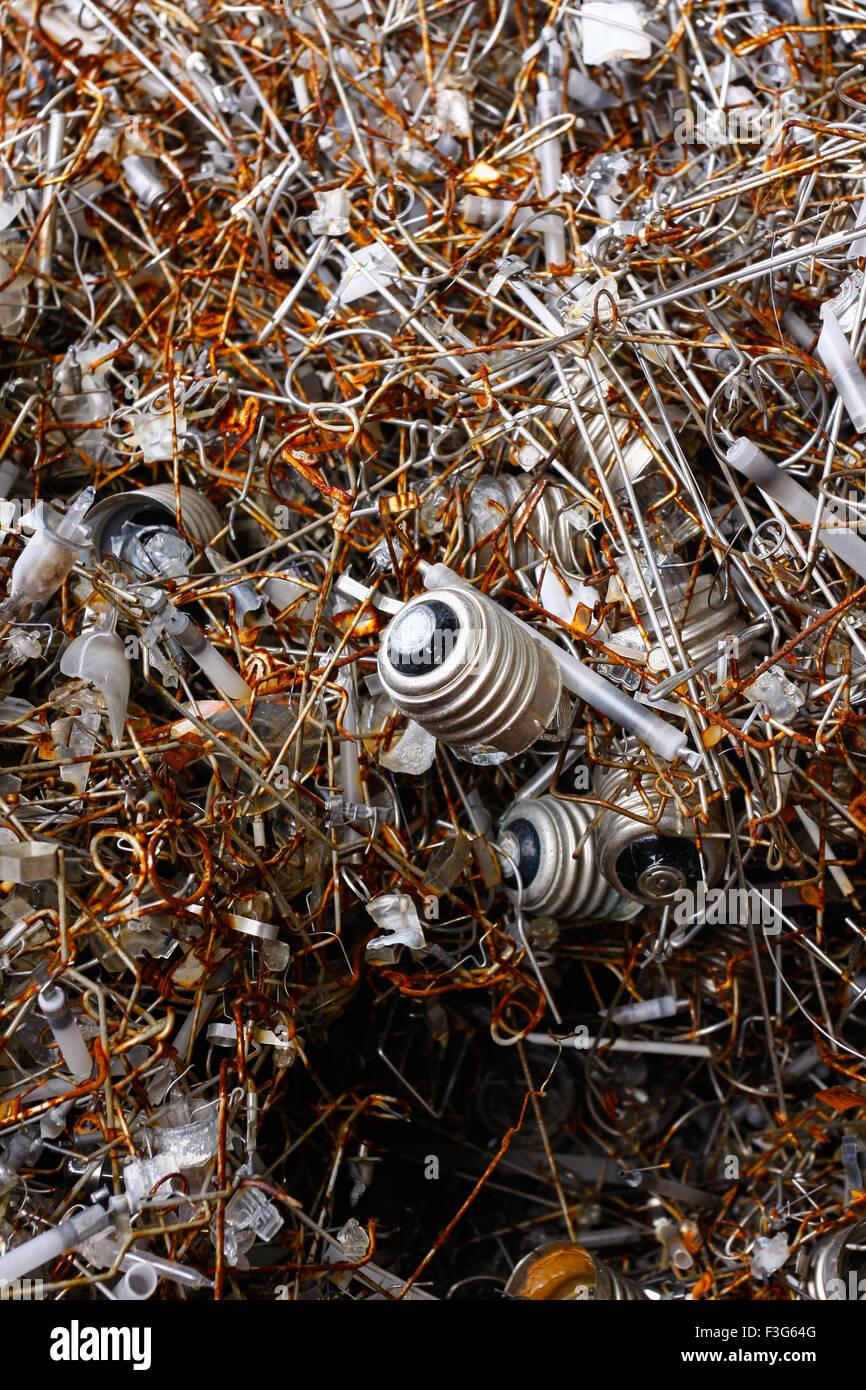 La moderna electrónica de residuos para su reciclado o eliminación segura, logotipos y nombres de marca Imagen De Stock