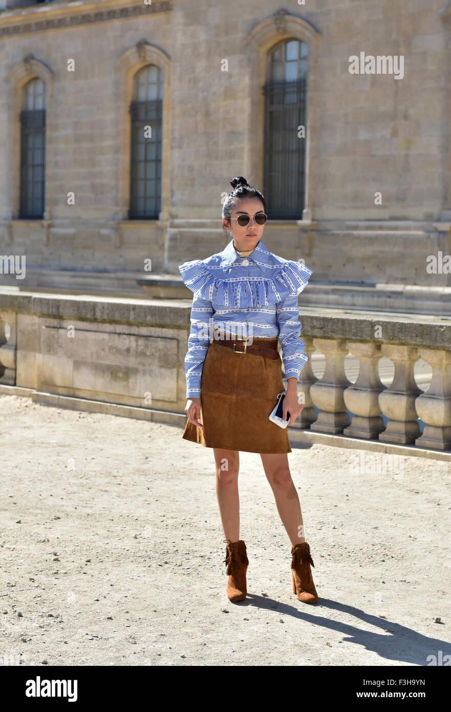Yoyo posando fuera de la pista de aterrizaje Dior show durante la Semana de  la moda dd26f53254