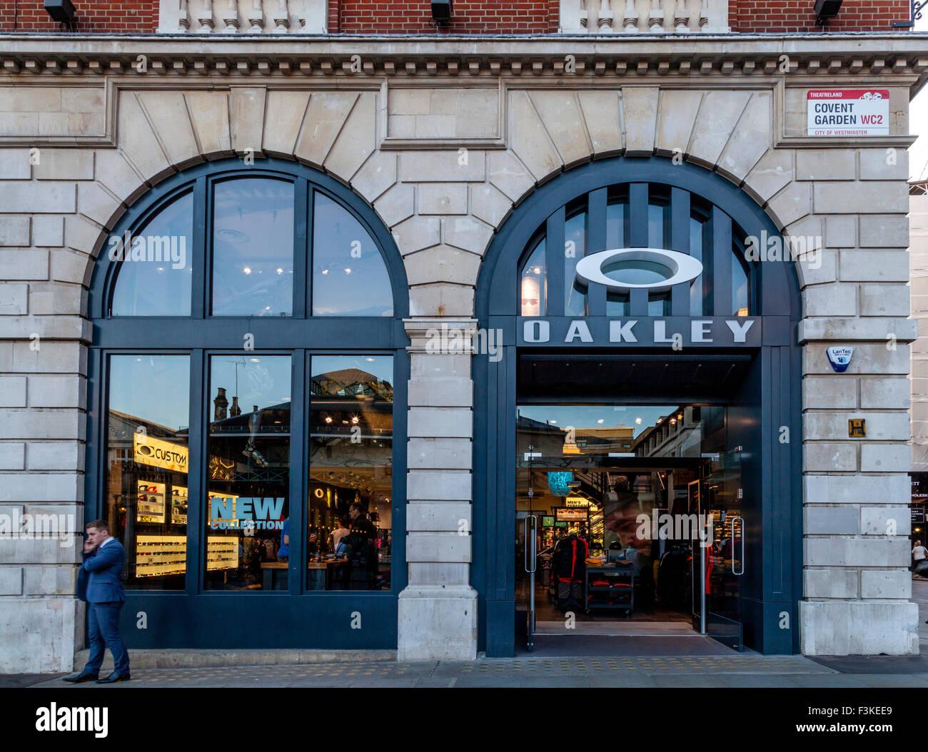 Tienda De Oakley Imágenes De Stock   Tienda De Oakley Fotos De Stock ... 5a0859c199713