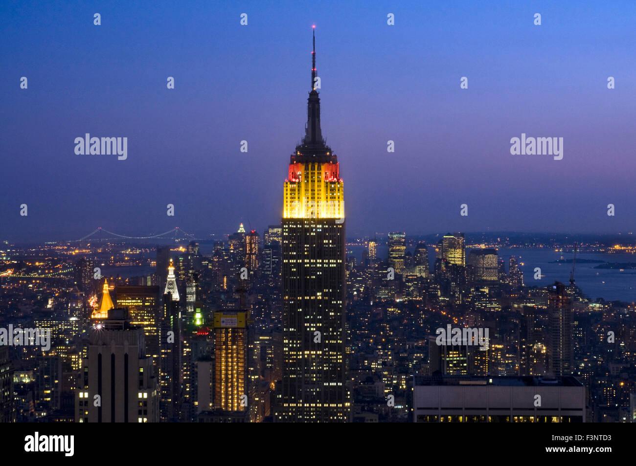El Edificio Empire State, visto desde la cima de la roca en el Rockefeller Center. 350 Fifth Ave esquina de 34th Imagen De Stock