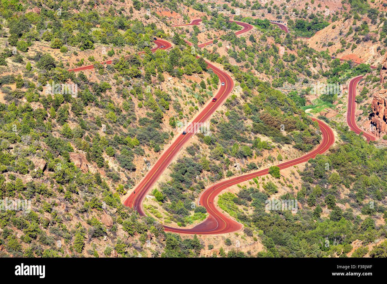 Serpenteante camino en el Parque Nacional de Zion, Utah, EE.UU.. Imagen De Stock