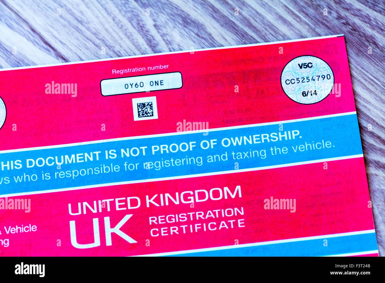 V5c coche documento certificado de registro de libro de registro de la prueba de propiedad del propietario uk inglaterra Foto de stock