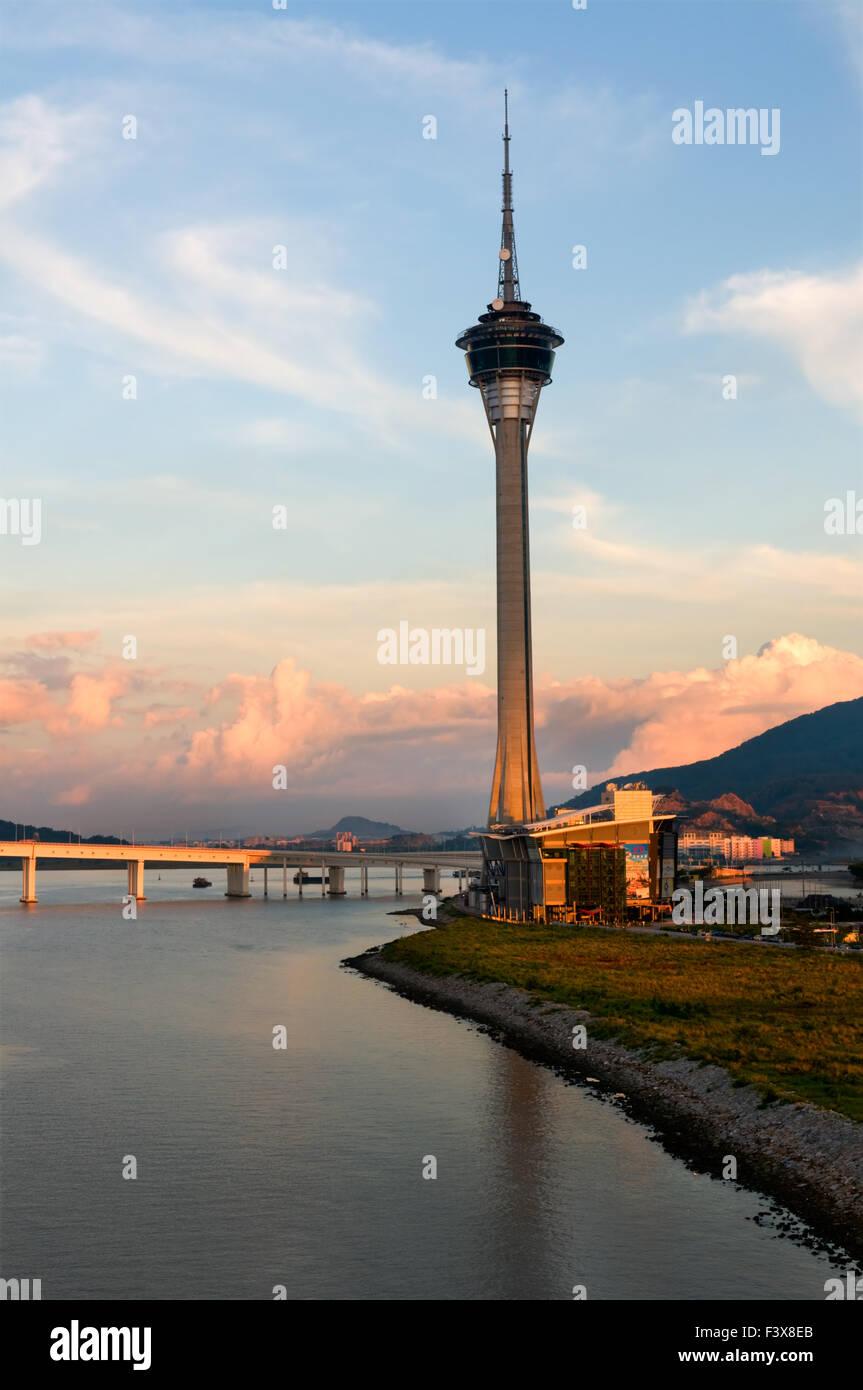 La Torre de Macau y el Centro de Convenciones Imagen De Stock