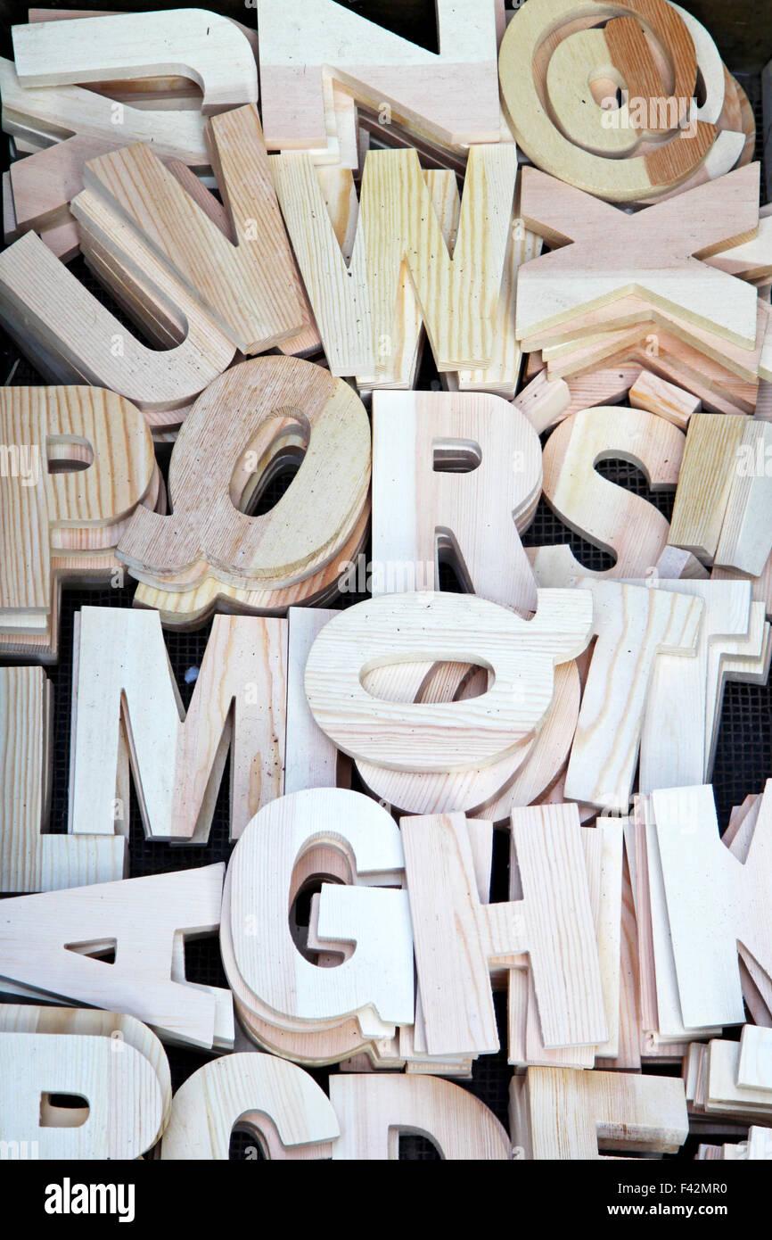 Todas las letras del alfabeto talladas en madera Imagen De Stock